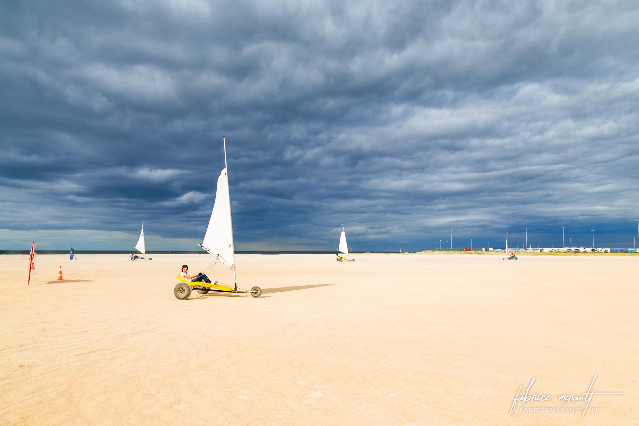 EVJF et char à voile sur la plage de Ouistreham en Normandie