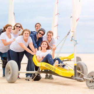 EVJF, la photo de groupe en char à voile