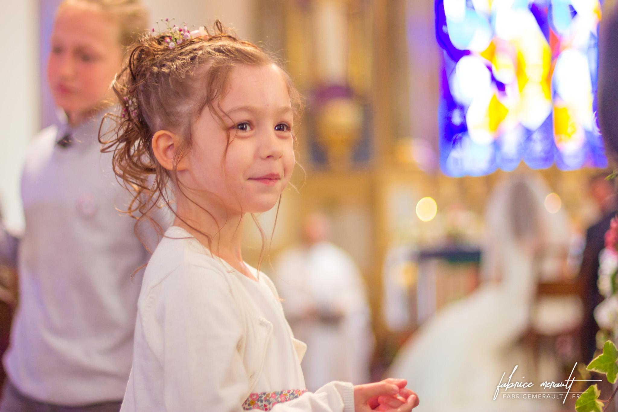 Durant la cérémonie religieuse, dans l'église de Saint-Martin-de-Landelles (Normandie, Manche)