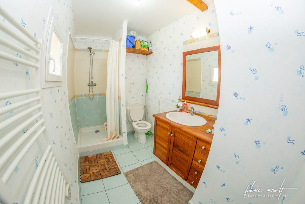 Photographie immobilière - Salle d'eau - Douche et WC