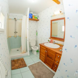 Photographie immobilière – Salle d'eau – Douche et WC