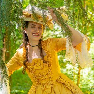 «Melly» (@mellyswardrobe) dans le parc du Château de Vaux-le-Vicomte