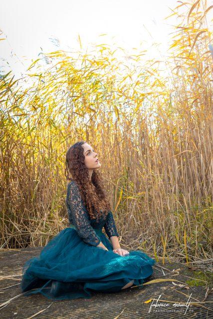 Shooting photo «Lifestyle» — Laura au bord de l'étang de Magny-le-Hongre, ambience printanière.