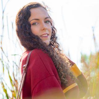Shooting photo «Lifestyle» — Laura au bord d'un étang.